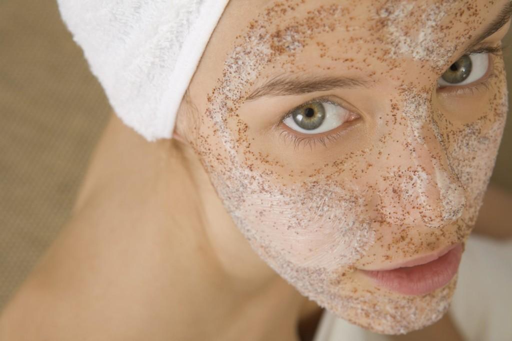 hogyan lehet otthon gyorsan eltávolítani a vörös foltokat az arcon