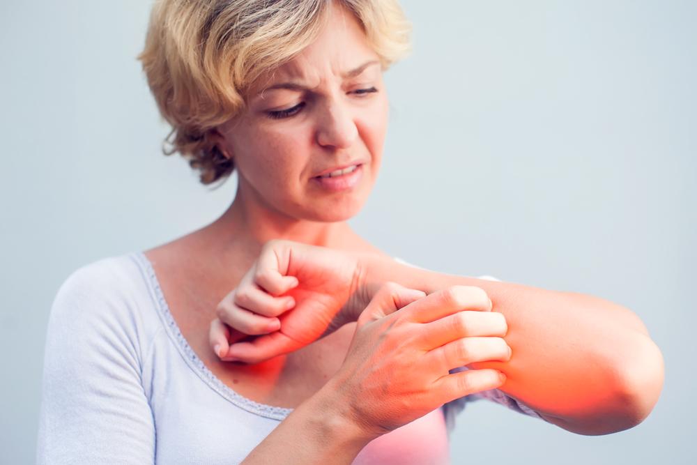 vörös homályos foltok a testen és viszketés pikkelysömör kezelése Dusupov módszerrel