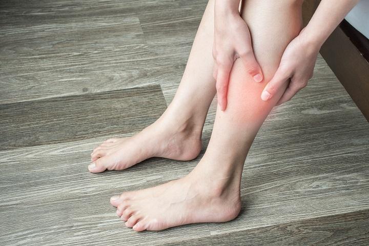 a pikkelysmr kezelsekor inni lehet a lábak között foltok vörösek